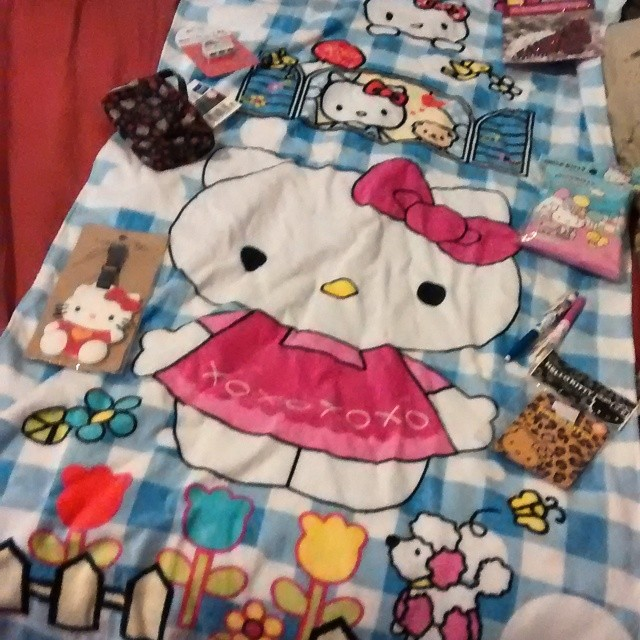 Awesome #HelloKitty gifts from Kylie