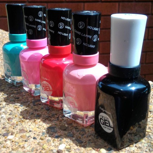 Miracle Gel Polish from @sallyhansenau doesn't need a light to set. Which colour should I wear first? #gifted #bbloggers #bloglife thx @cotypraustralia!