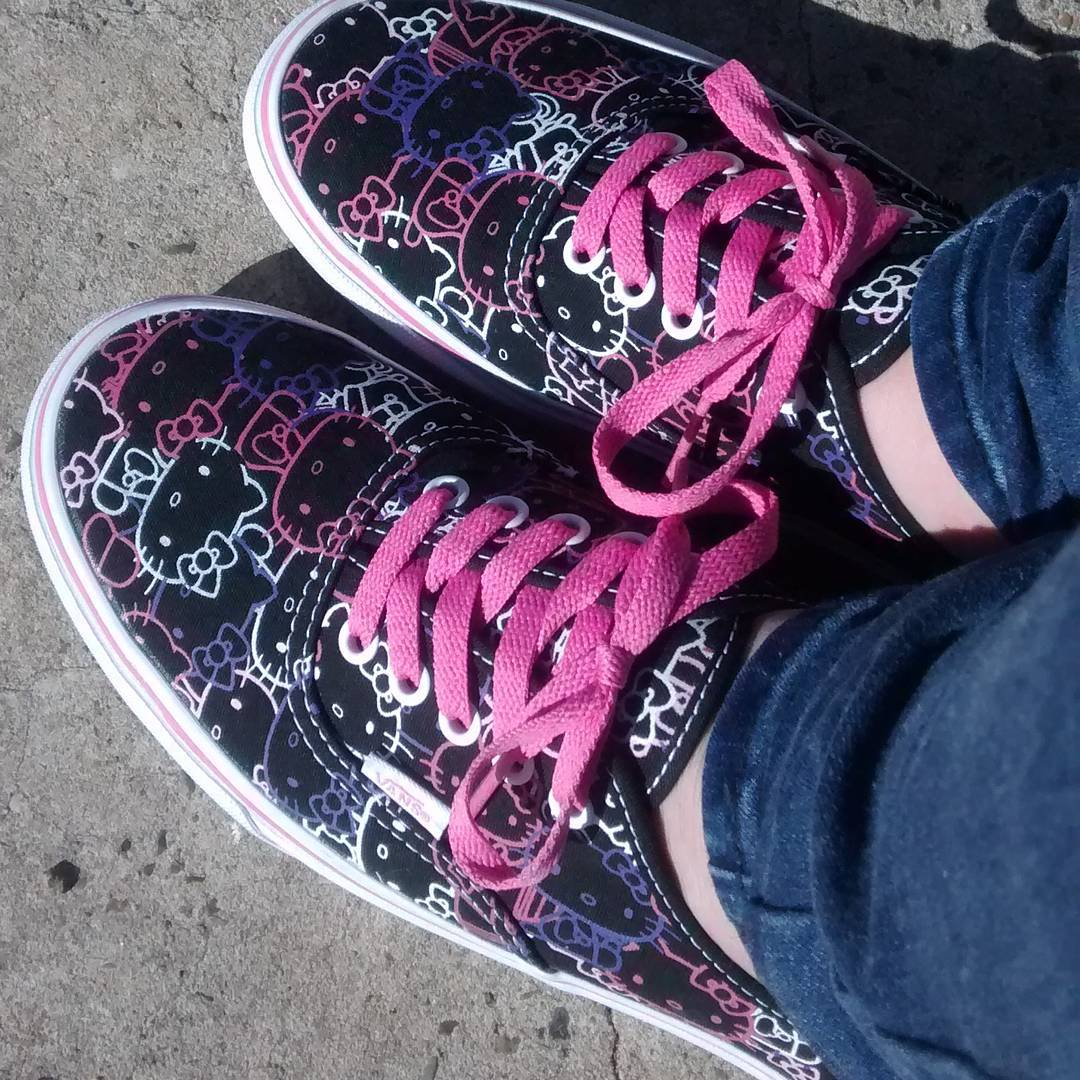 Woo! New pink purple and black hellokitty vans shoes bounce