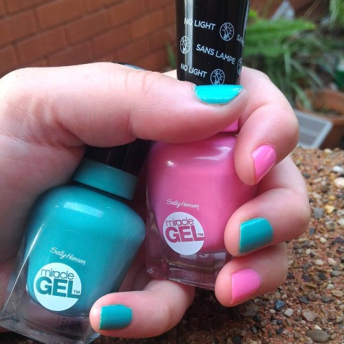 Colour pop! @sallyhansenau miacle Gel 230 Geo-Mint-ric and 310 Shock Wave. Pretties! #bbloggers #gifted #bloglife