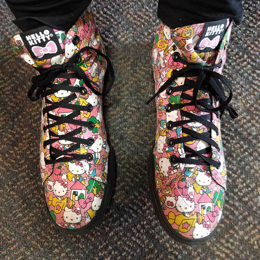 Yes I wear some dmn awesome shoes to work hellokittyhellip